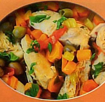 Blancs de poulet aux carottes, céleri et olives vertes