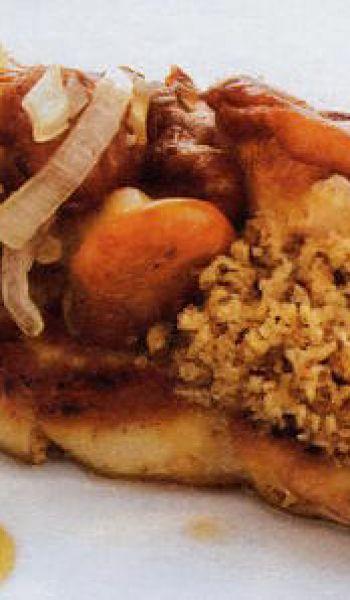 Foie gras chaud, crumble de cèpes et girolles acidulées